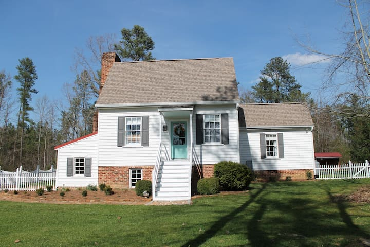 Charming, Colonial Cedar Grove Cottage circa 1773 - Williamsburg - Rumah