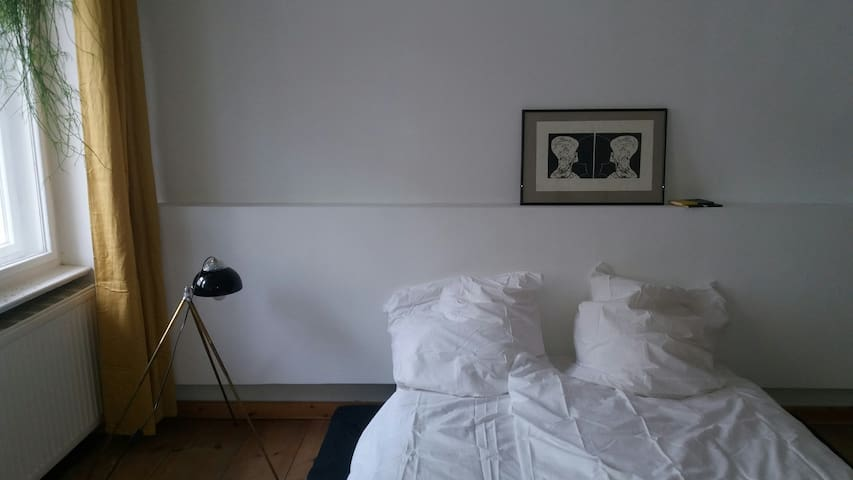 Bright beautiful big room in center Friedrichshain - Berlino - Bed & Breakfast