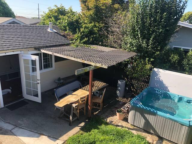 Charming Garden Studio With Hot Tub Near BART