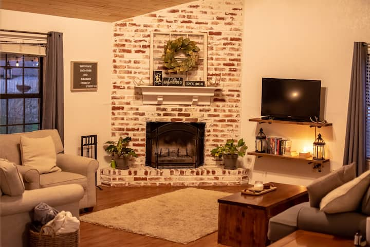Family home - 15 minutes from Magnolia/Baylor