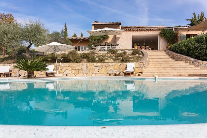 South French air-conditioned villa with heated pool and panoramic views