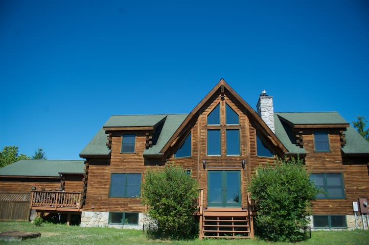 The Garden Room - Luxury Saratoga Log Home