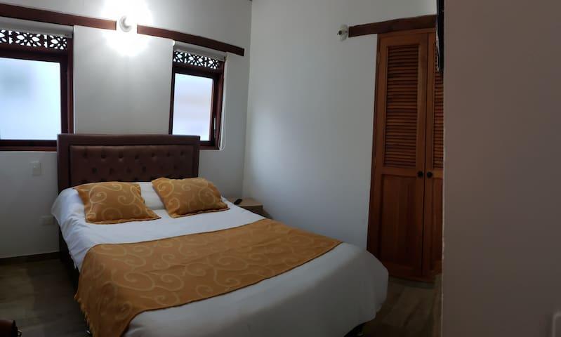 Habitación #2 cama matrimonial.