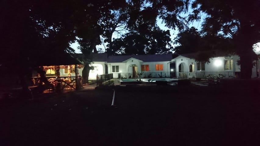 Oluwa Sewn Beach Cottages