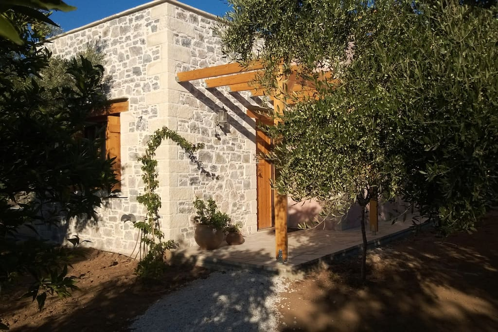 Access to the guest house is along a gravel path leading from a dedicated parking space