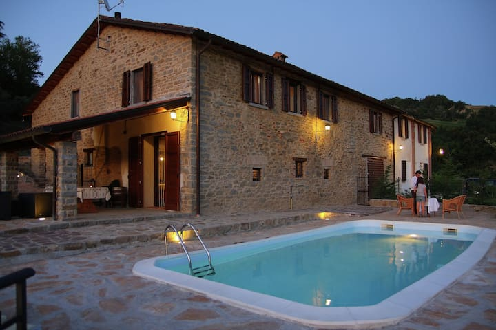 Apartment in the green of the vineyards with swimming pool.