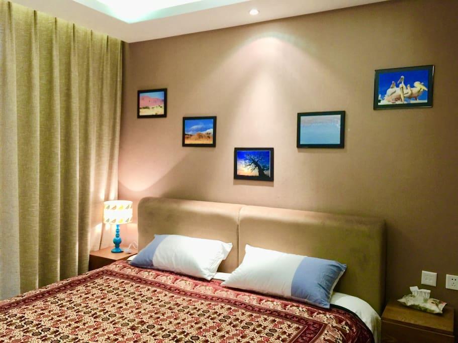 主卧室照片墙