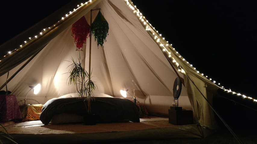 Glamping in cosy garden!
