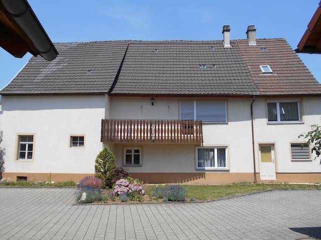 Haus mit Balkon - Steißlingen - Talo