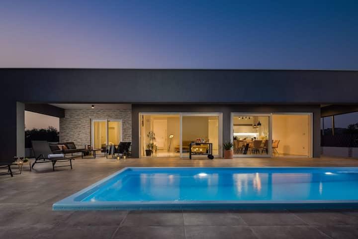 Luxury  Villa Millennium