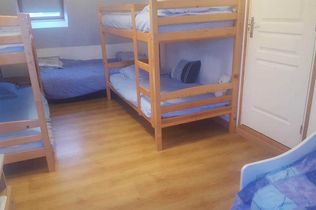 "chambre d enfants""dortoir"""