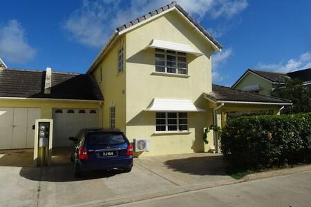 Pretty house in Cotton Bay Close Close