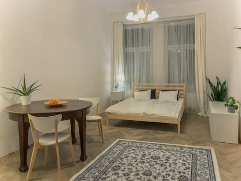 Unusual, original apartment 700m to Main Square!