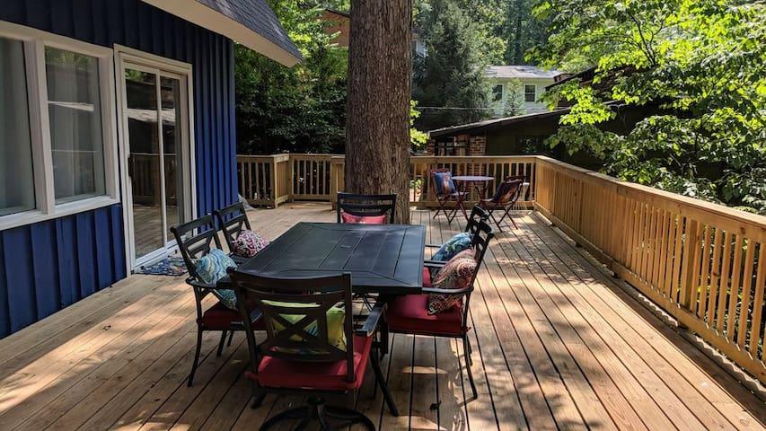 Spacious family condo w/cozy deck near downtown