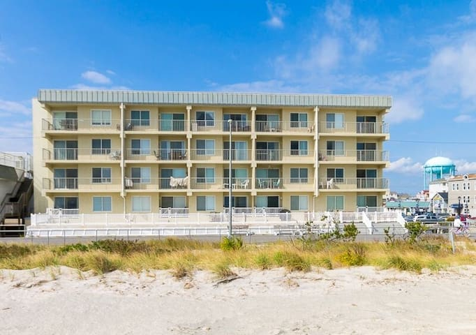 Beach Front Condo in the Heart of Sea Isle - Sea Isle City - Kondominium