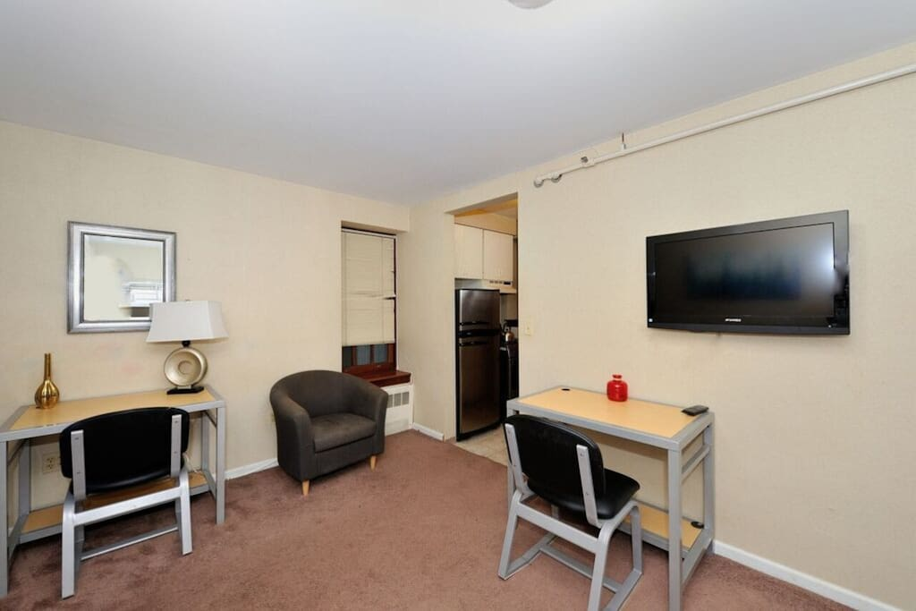 Two desk spaces with high speed WiFi. Flat screen TV and cable.