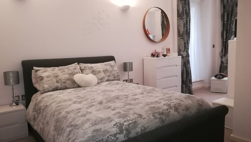 Luxury double room in Epsom town centre