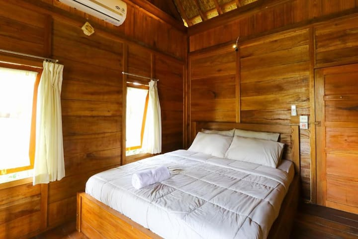 Deluxe Double Room - BRFC at Kafein House Sangeh