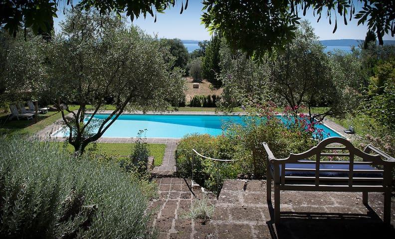 """Cottage """"Il Lago dei Cigni"""""""