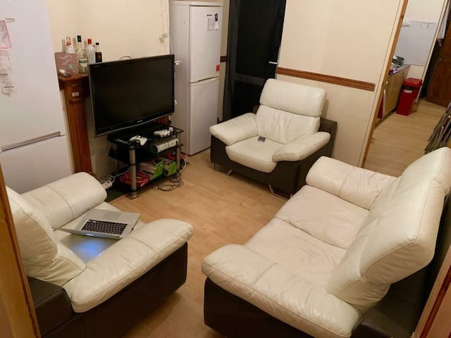 Perfectly located. Large comfortable single room