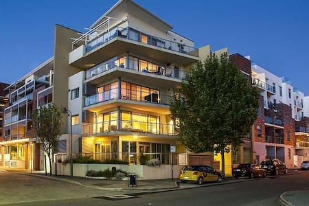 Sunny Modern Family Friendly Apartment East Perth - East Perth