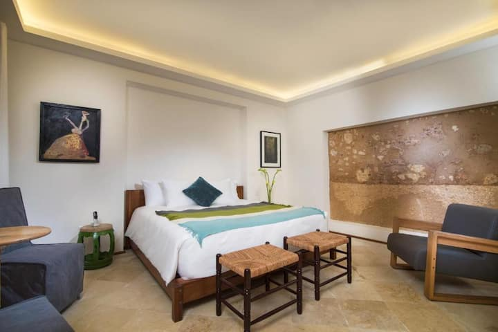 1BR 1BD King / Luca by The Oxo Hotels
