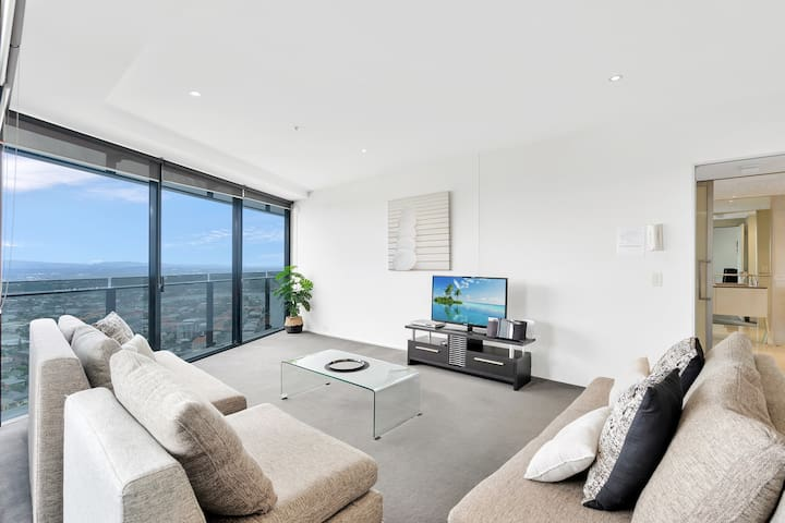 Circle on Cavill – 1 Bedroom with Hinterland Views