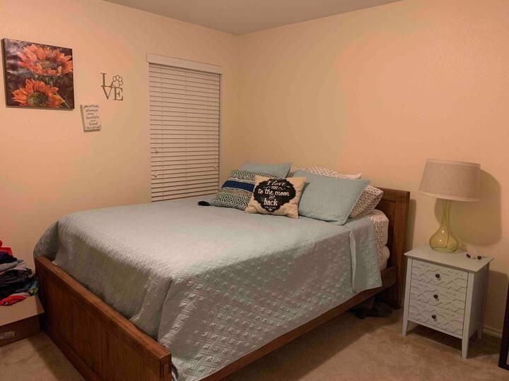 Extra bedroom in a Quiet Neighborhood