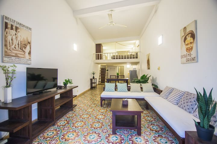 Glorious Colonial apartment in central attractions
