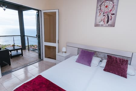 Private Sea View Apartment Single Beds with Pool A
