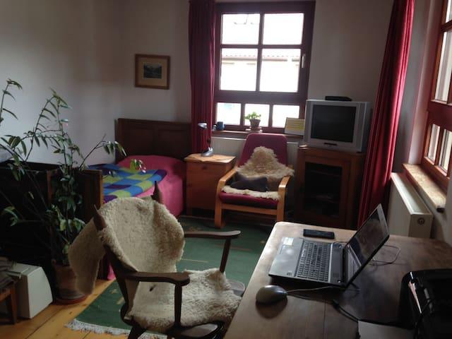 Schlafmöglichkeit in naturnahem Haus - Engstingen - Casa