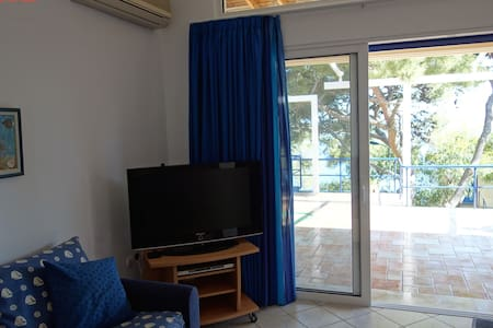 SeaFront 2,family-friendly Bungalow - Kato Sounio