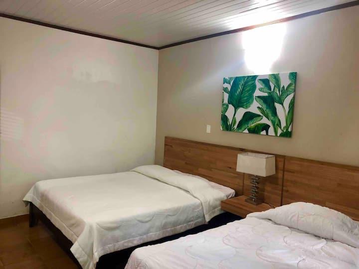 Lovely triple room • encantadora habitación triple