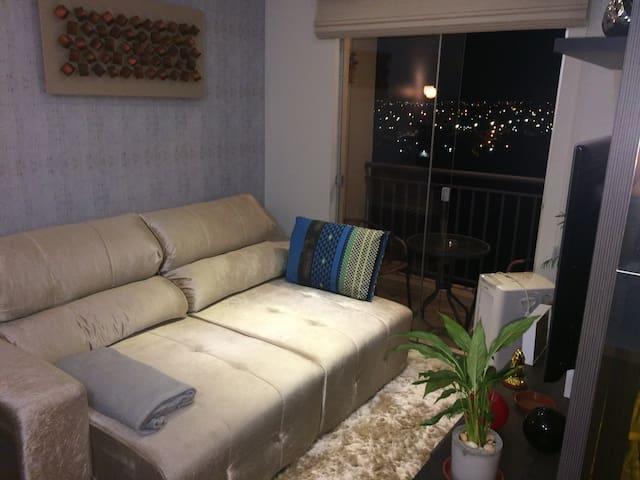 Espaço com ar-condicionado e TV - Campo Grande - Appartement