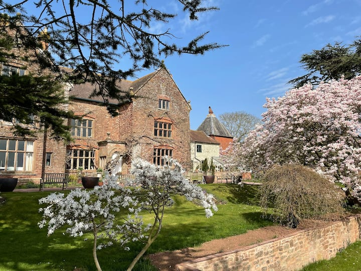 Beautiful converted Manor House Hop Kiln