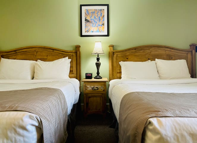 306 Salida Inn & Monarch Suites - Two Bedroom Family Cottage