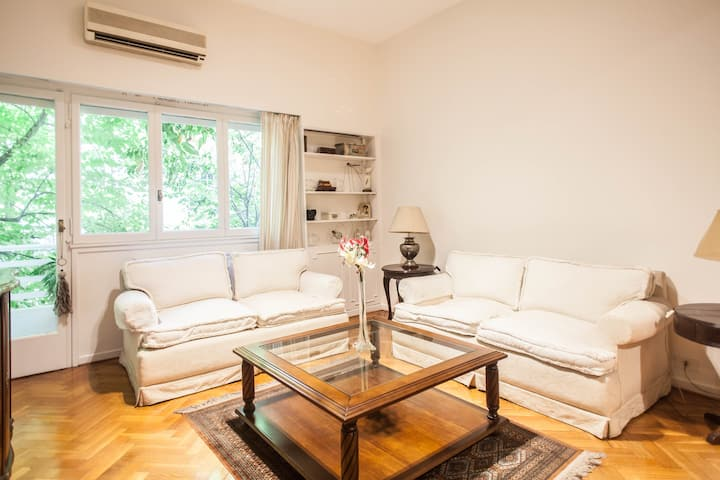 #Classic 2 BR in Recoleta with Balcony!