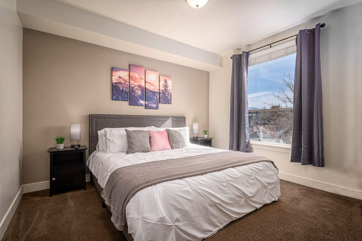 Mountain View Apartment * 4K TV * King Bed * WIFI