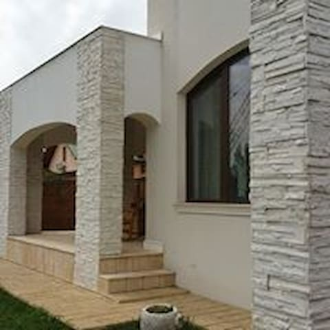 Modern & Elegant House, 15 minutes from Bucharest - Brănești - Casa