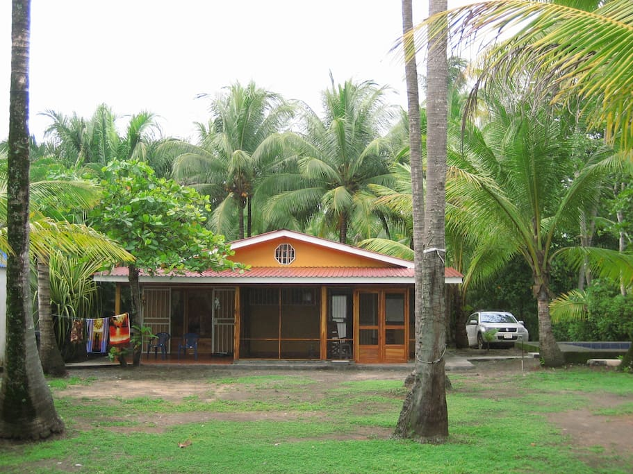 Private, serene bungalow RIGHT ON THE BEACH.