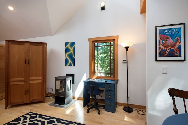 Modern Cabin Apartment in Quiet Woodland - Edmonds - Apartment