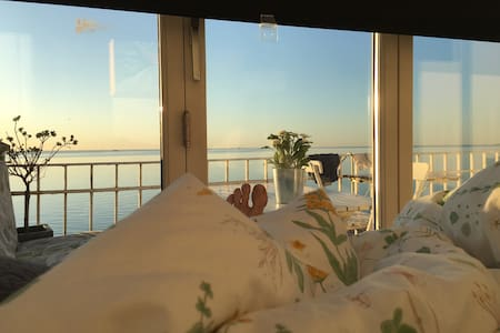 Seaview from you bed. 18km from CPH centre - Skodsborg - Wohnung