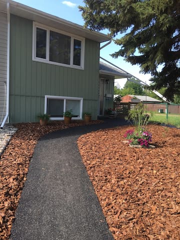 Close to Red Deer College! - Red Deer - Townhouse