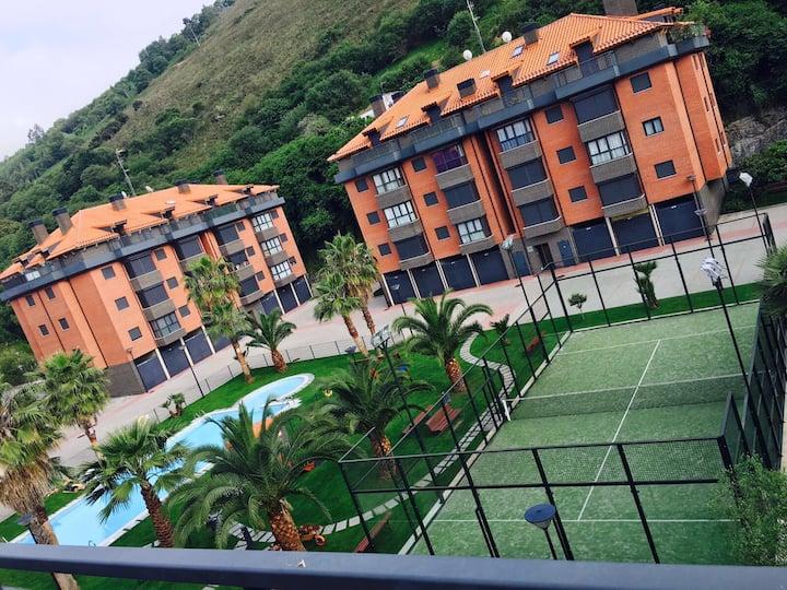 Apartamento en urbanización privada, con piscina