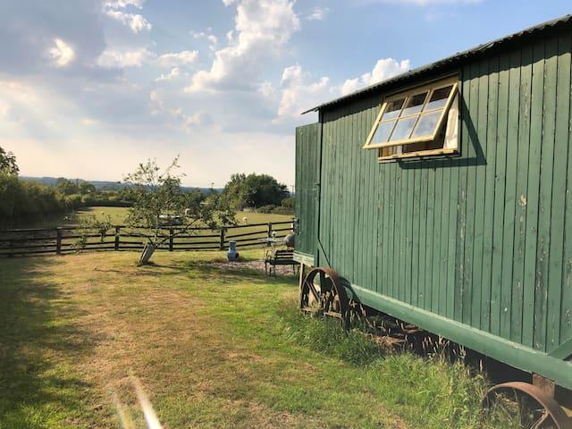 Glamping Shepherds Hut, Priors Hardwick,  Southam