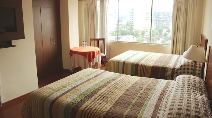Hab #6 -2 camas dobles-Hotel 6 de Diciembre y Roca