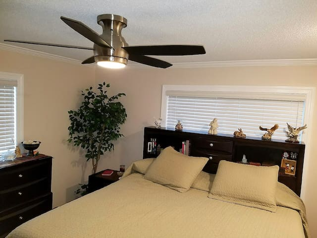 A place to stay - lots of amenities - Deltona, FL - Deltona - Hus