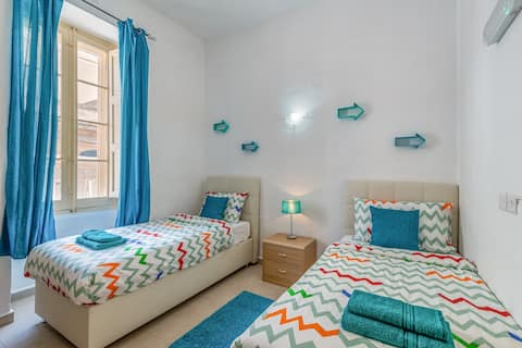 Comfy room in Sliema ★ A/C ★ walk to the beach