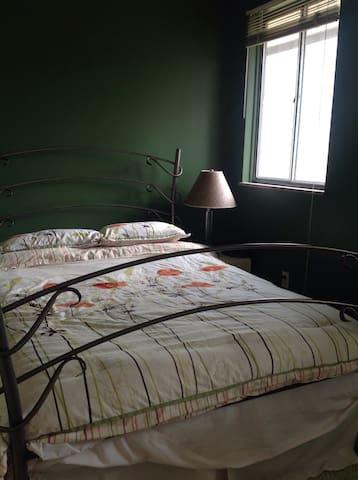 comfortable convenient room in B&B - Columbus