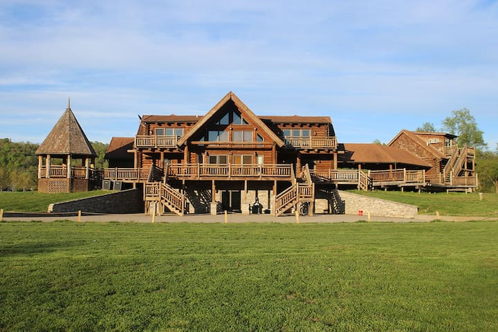 Big Luxurious Riverfront Cabin on 25 Acres